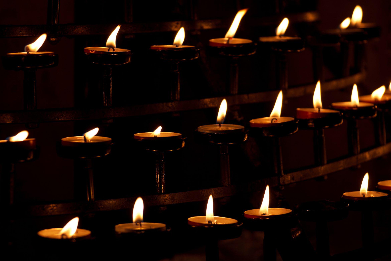 candles_in_church_199642.jpg